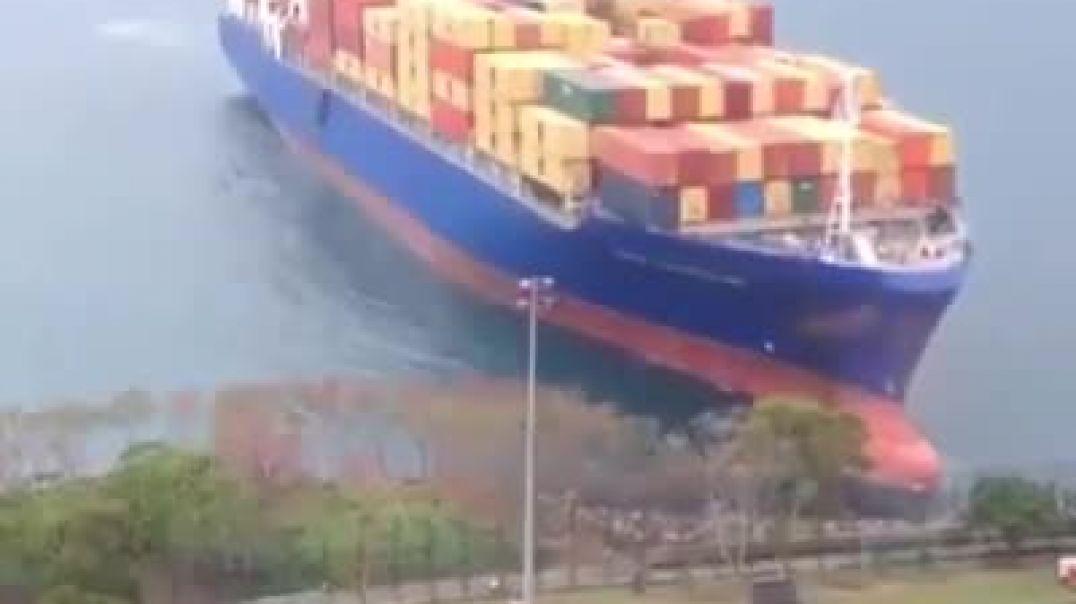 حوادث السفن العملاقة في البحر