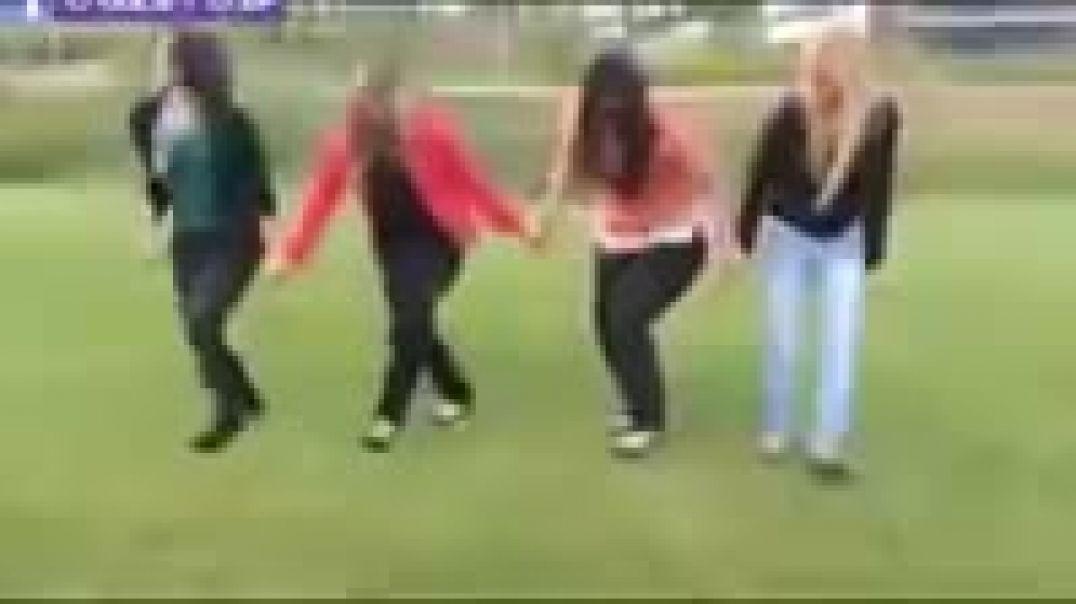 رقص بنات على زامل