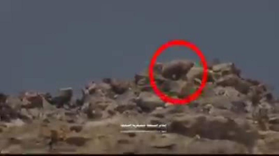 شاهد استهداف قناص حوثي في جبهت نهم