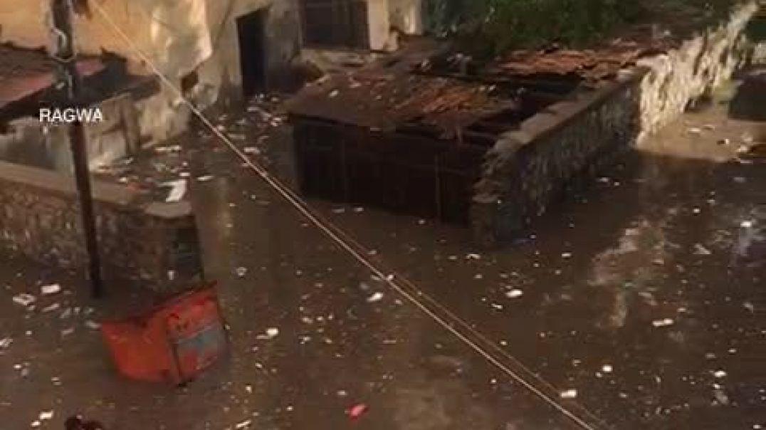 شاهد مدينة عدن اليمنية تغرق با الأمطار والمجاري