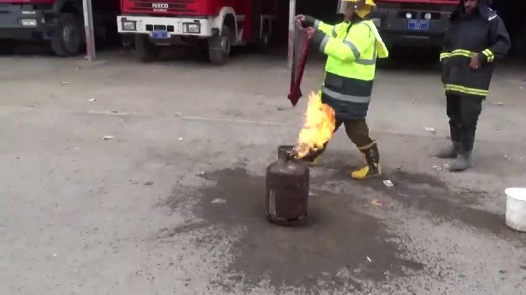 تعليم طريقة أطفاء الحريق في أنبوبة الغاز المشتعلة