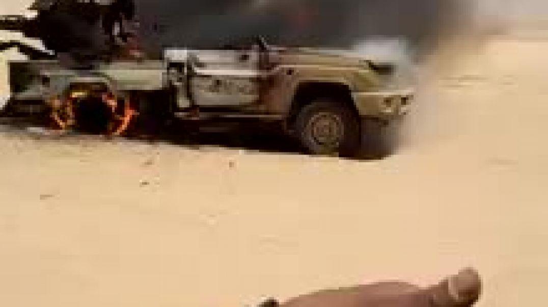الجيش الوطني اليمني يحرق عدد من الا آليات العسكرية الحوثيين