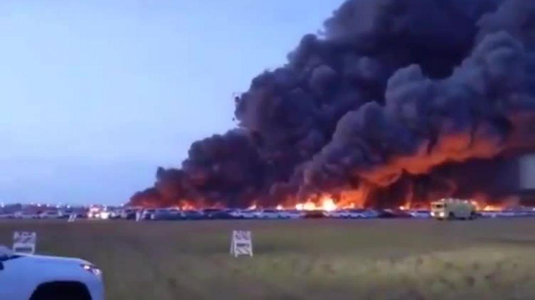حريق هائل يلتهم اكبر معرض سيارات في امريكا