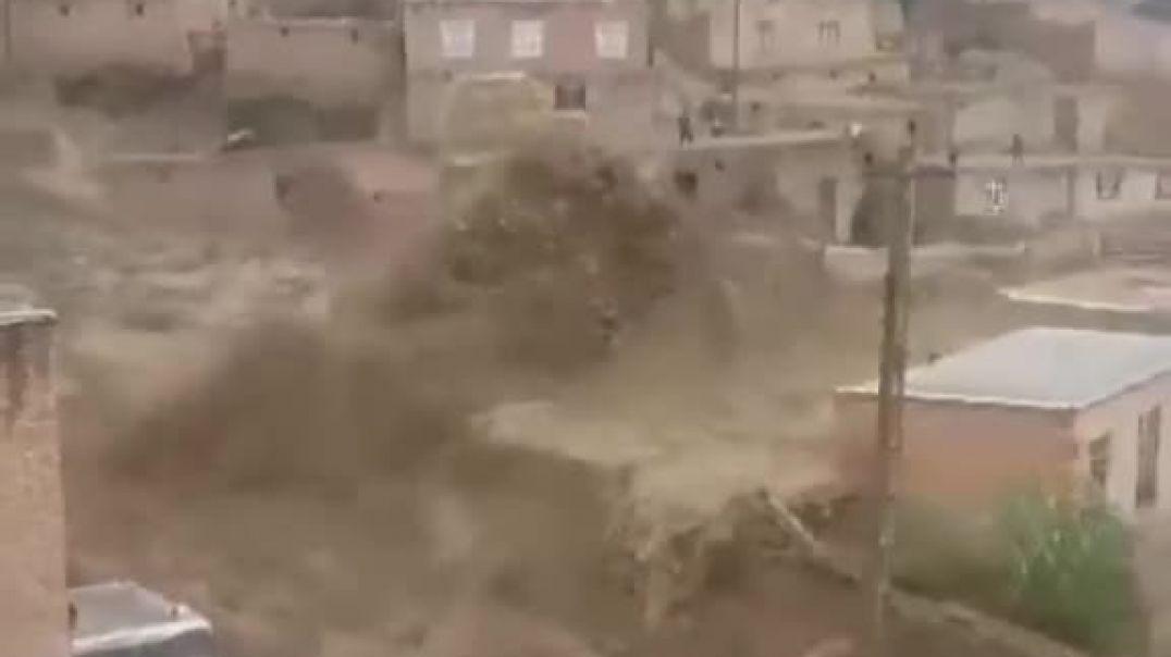 شاهد قوت الأمطار  والسيول في صنعاء اليمنيه