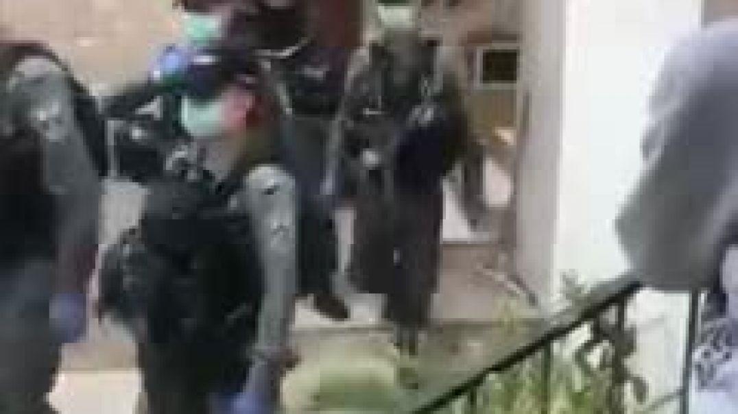 قوات الاحتلال الإسرائيلي تدهم منزل محافظ القدس واعتقلوا