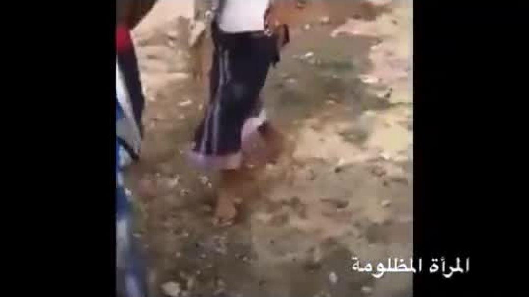 شاهد كيف تم إخراج المواطنين وهدم منزلهم با القوة في اليمن