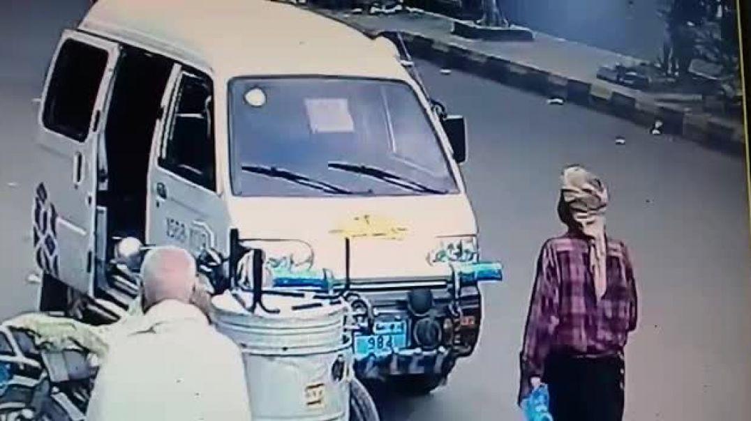 شاهد كيمرت المراقبه تصور احد السرق في اليمن