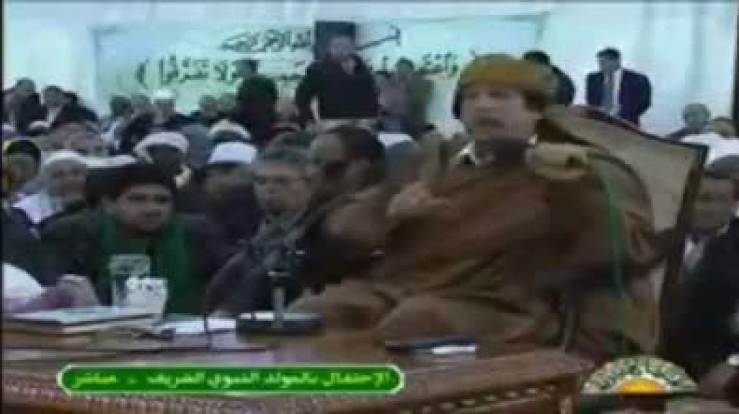 القذافي يتكلم على العرب و علقتهم بي إسرائيل